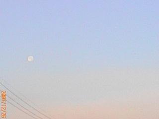 寒い朝の月