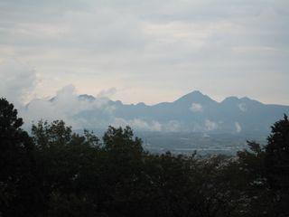 雨上がりの山々